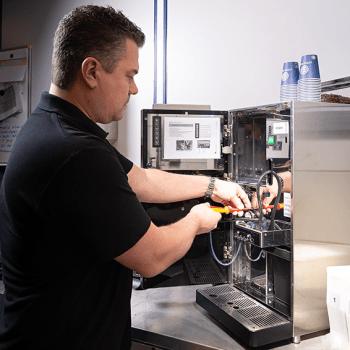 Gedreven allround servicemonteur | Onderhoud koffiemachine | KoffiePartners