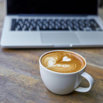 Cappuccino drinken op het werk | KoffiePartners