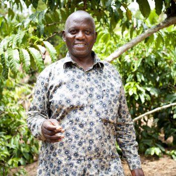 Koffieboer op plantage | Wanneer zijn koffiebonen Fairtrade | KoffiePartners